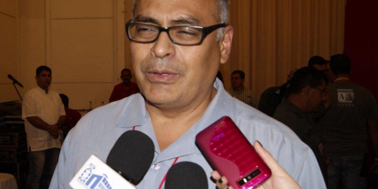 Carlos Alvarado es décimo séptimo ministro de salud del chavismo