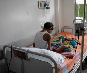 Andrés padece de una insuficiencia renal que lo ata a una máquina de diálisis en el JM de los Ríos
