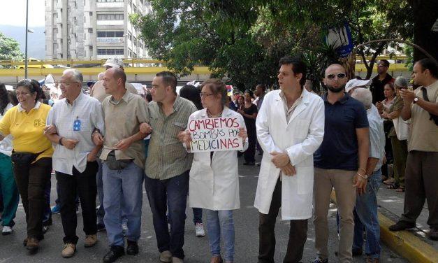 Al gremio de la salud en Caracas se le impidió llegar al ministerio pero entregaron informe a comisionado